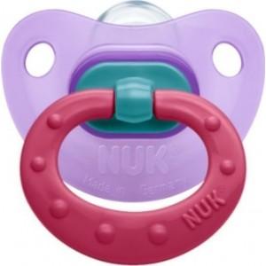 Nuk Classic Fashion,(10.729.923) Πιπίλα σιλικόνης με κρίκο 0-6 μηνών,σε χρώμα μωβ,1 τεμάχιο.