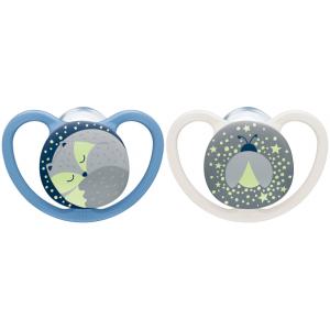 NUK Πιπίλα Σιλικόνης 6 + 18 Μήνες. 2 Τεμ. Space Night (+ Κουτί Για Αποθήκευση Και Αποστείρωση Στο Φούρνο Μικροκυμάτων)